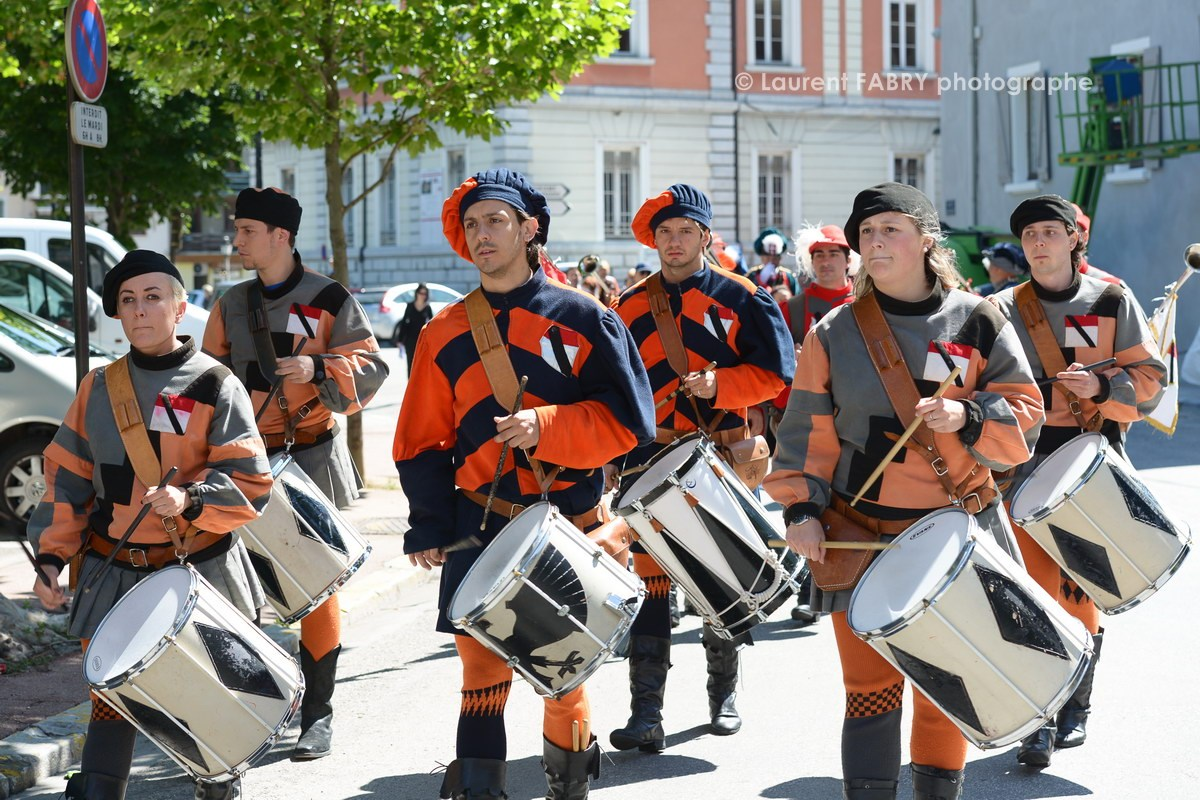 Photographe tourisme en Tarentaise : Les tambours du déŽfiléŽ du carnaval de Verrès, ville italienne jumelŽée avec Možûtiers