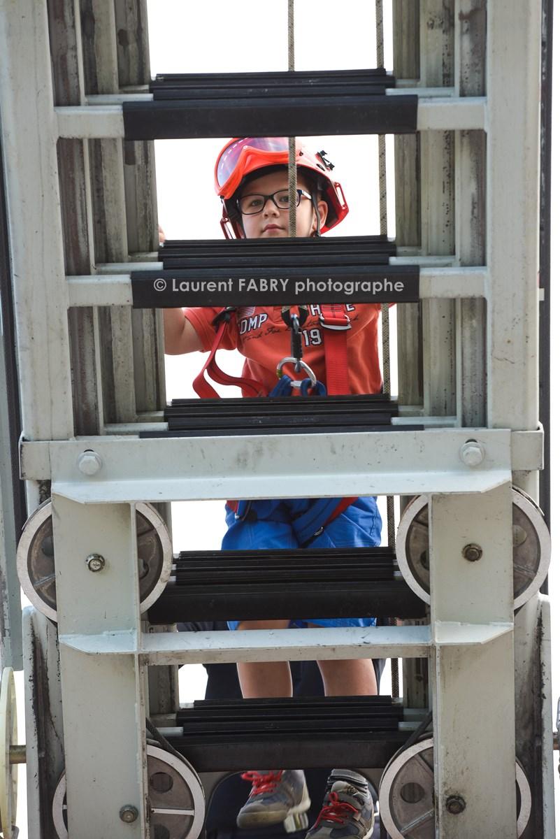 Photographe événementiel Pour Un Centre De Secours En Savoie : Les Enfants Découvrent La Grande échelle