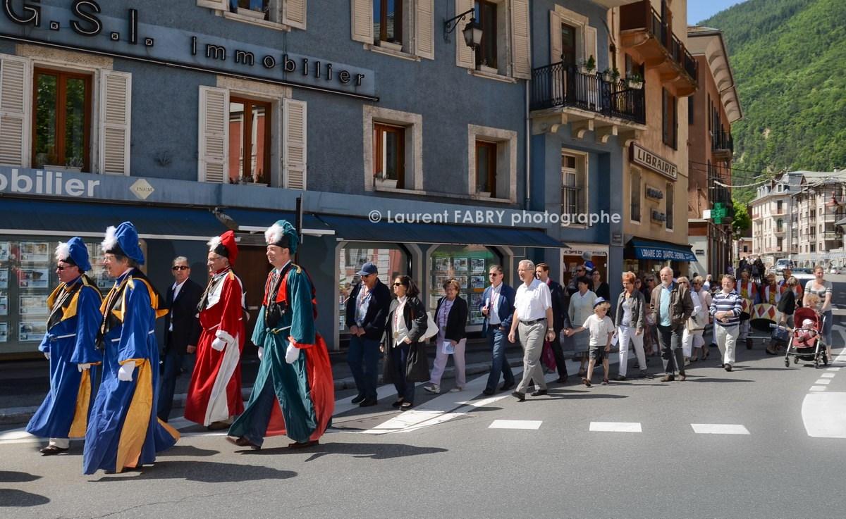 Photographe tourisme en Tarentaise : DéŽfiléŽ du carnaval de Verrès, dans une des rues principales de Možûtiers