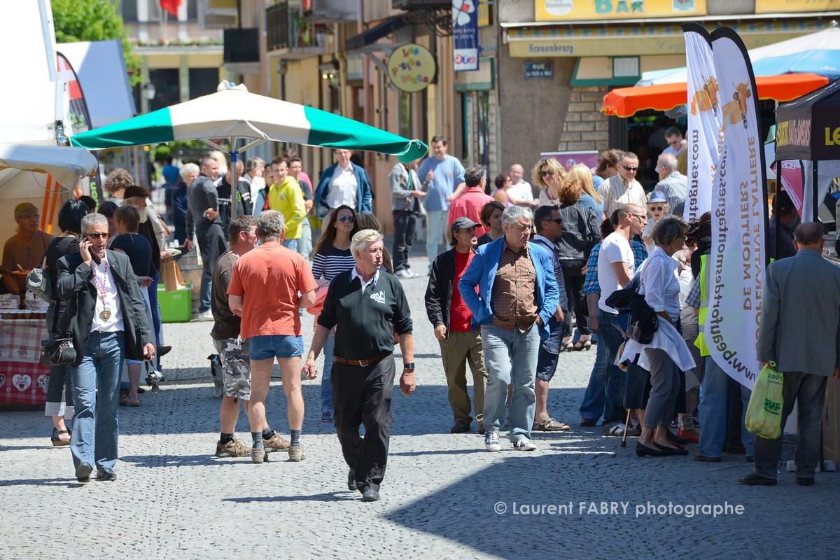 Photographe tourisme en Tarentaise : ambiance estivale sur le village des vins, des producteurs et des artisans à Moûtiers