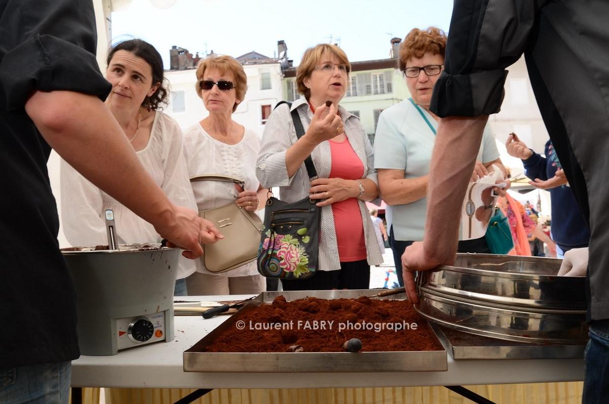 Photographe tourisme en Tarentaise : DéŽmonstrations et dégustations de patisseries (truffes) par les chefs de la maison Chevallot (Val d'Isère)