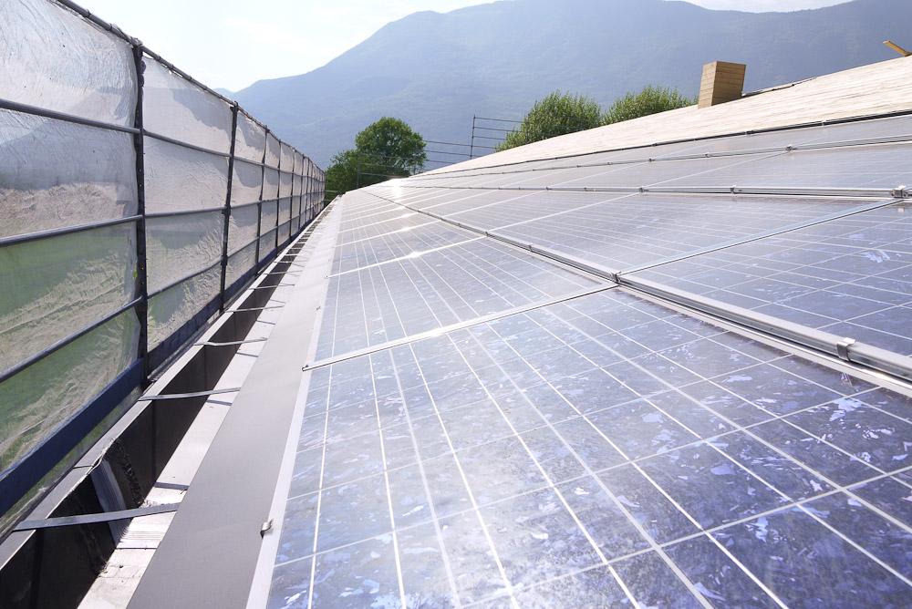 Photographe De Chantier En Combe De Savoie : à Saint-Pierre D'Albigny : Panneaux Solaires Sur Le Toit Du Bâtiment