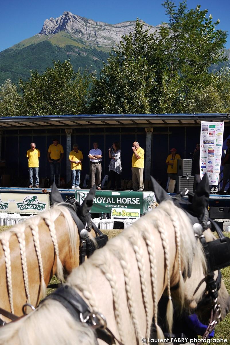 Cérémonie De Remise Des Plaques Photographiée Lors Du Rallye équestre, Sous La Dent D'Arclusaz