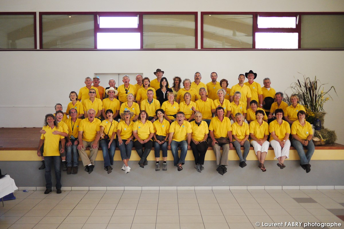 Photo De Groupe Des Bénévoles Réalisée Par Le Photographe Officiel De Ce Rallye équestre En Combe De Savoie