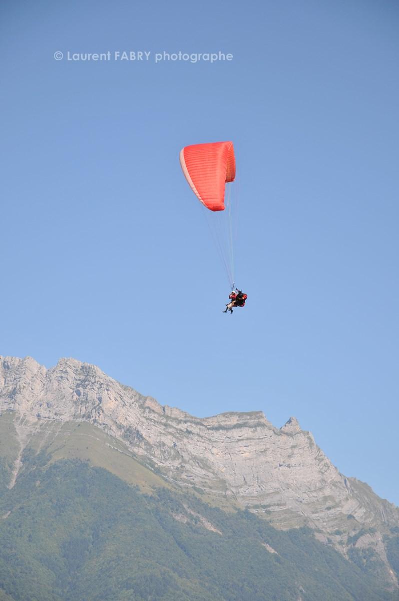 Photographe De Parapente En Combe De Savoie : Parapente Biplace Devant La Dent D'Arclusaz En Combe De Savoie