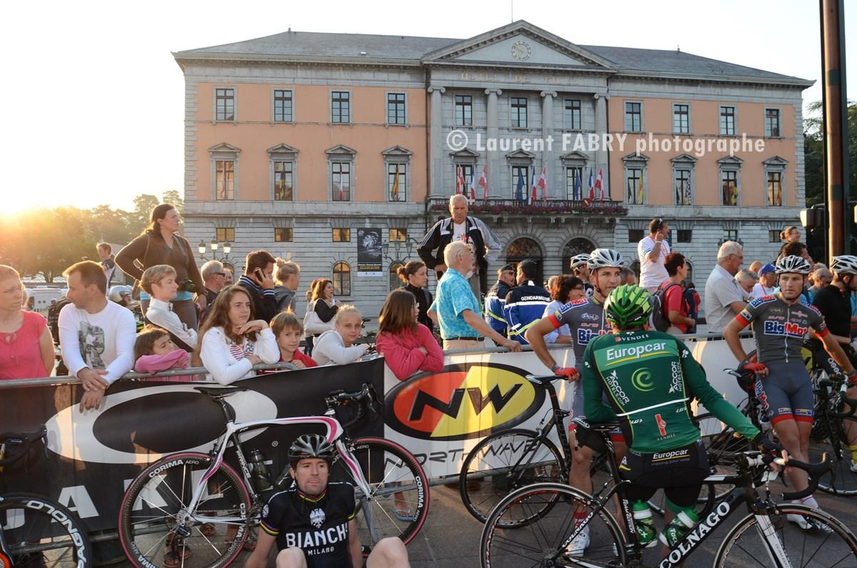 Photographe Cyclisme à Annecy : Départ Devant La Mairie