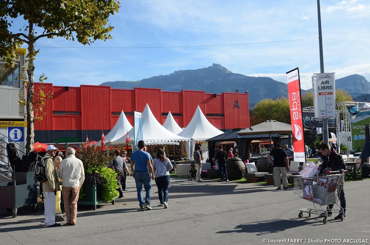 Photographe événementiel : Stands, Drapeaux Et Chapiteaux Sur La Foire De Savoie