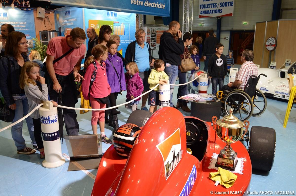 Photographe événementiel : Le Stand D'une Association De Mécanique Automobile Pour Les Jeunes à La Foire De Savoie