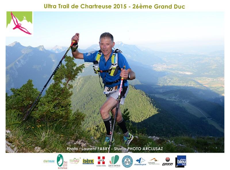 Photographe De Trail En Chartreuse : Un Coureur Du Grand Duc De Chartreuse Arrive à La Pointe De Cochette