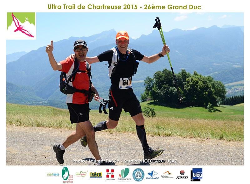 Photographe De Trail En Chartreuse : Accolades Et Sourires Au Menu Des Coureurs Du Trail Du Grand Duc Lors Du Passage Devant Le Photographe