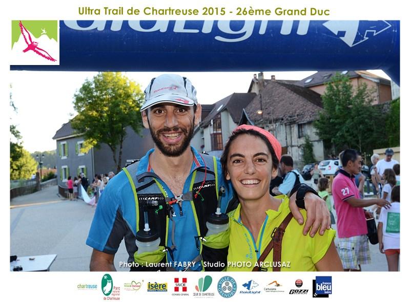 Photographe De Trail En Chartreuse : Un Couple De Coureurs Du Grand Duc De Chartreuse à L'arrivée De La Course