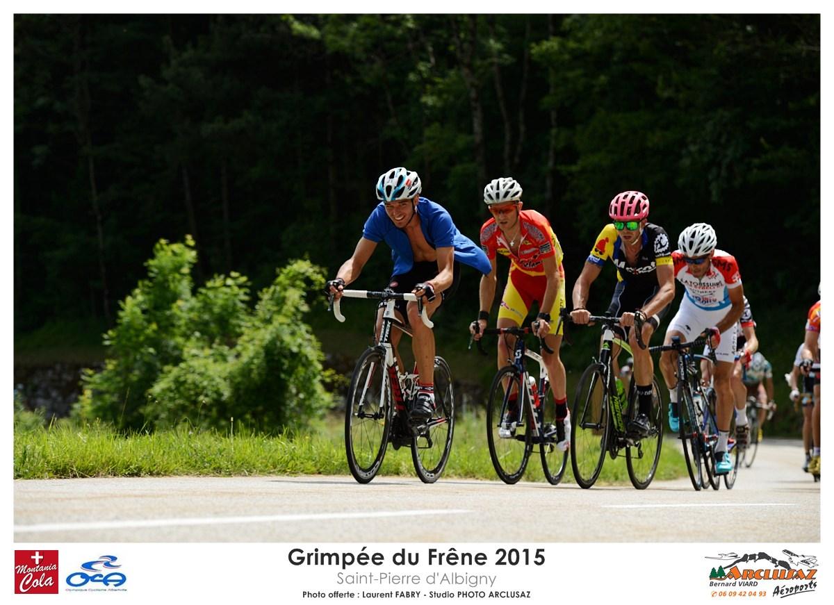 Photographe Cyclisme En Combe De Savoie : Peloton De Poursuivants Sur La Grimpée Du Frêne à Saint-Pierre D'Albigny