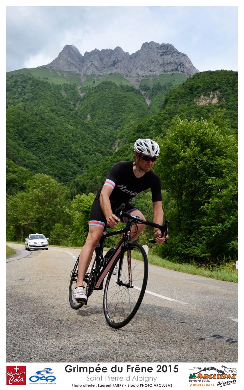 Photographe Cyclisme En Combe De Savoie : Sous La Dent D'Arclusaz, Un Coureur Redescend Après Sa Course Sur La Grimpée Du Frêne