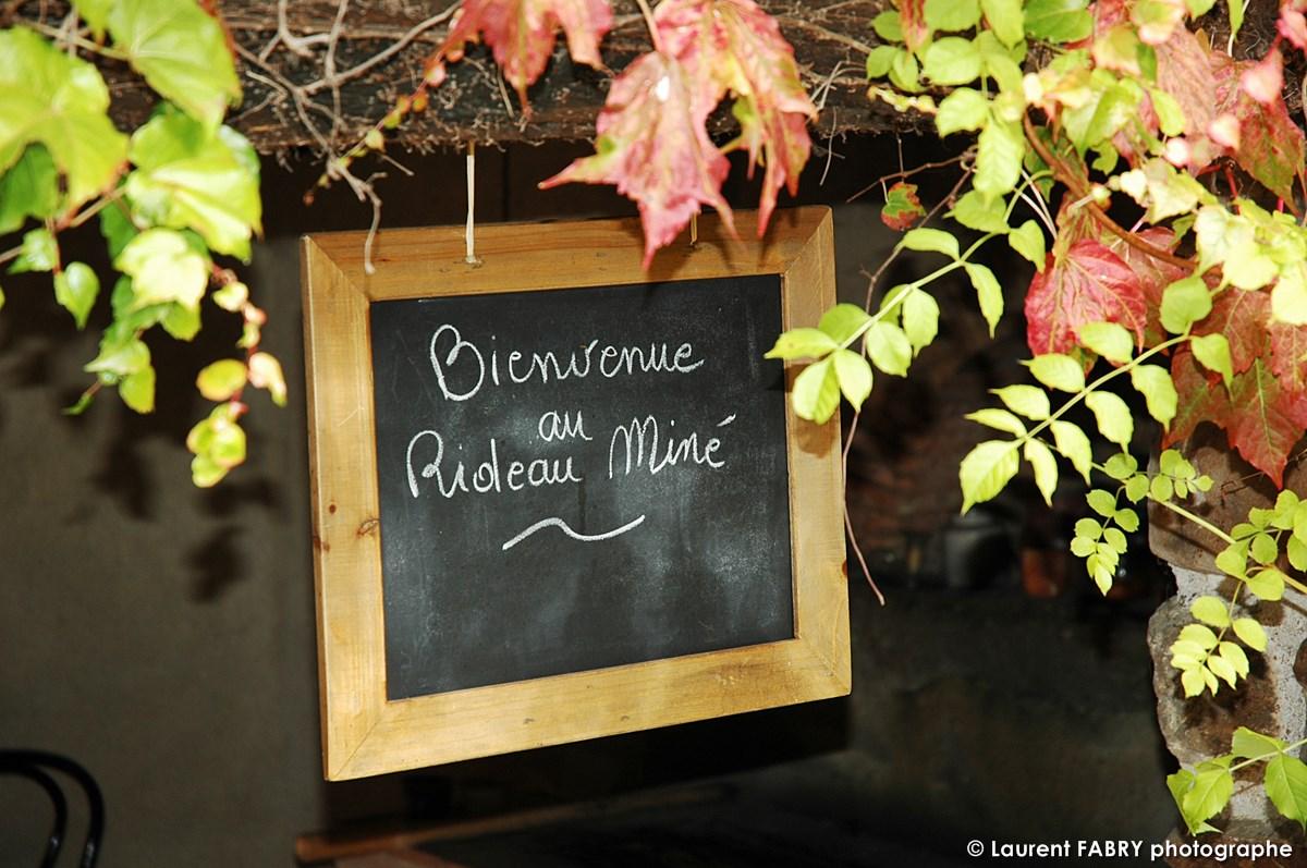 Panneau D'accueil De La Maison D'hôtes Du Rideau Miné