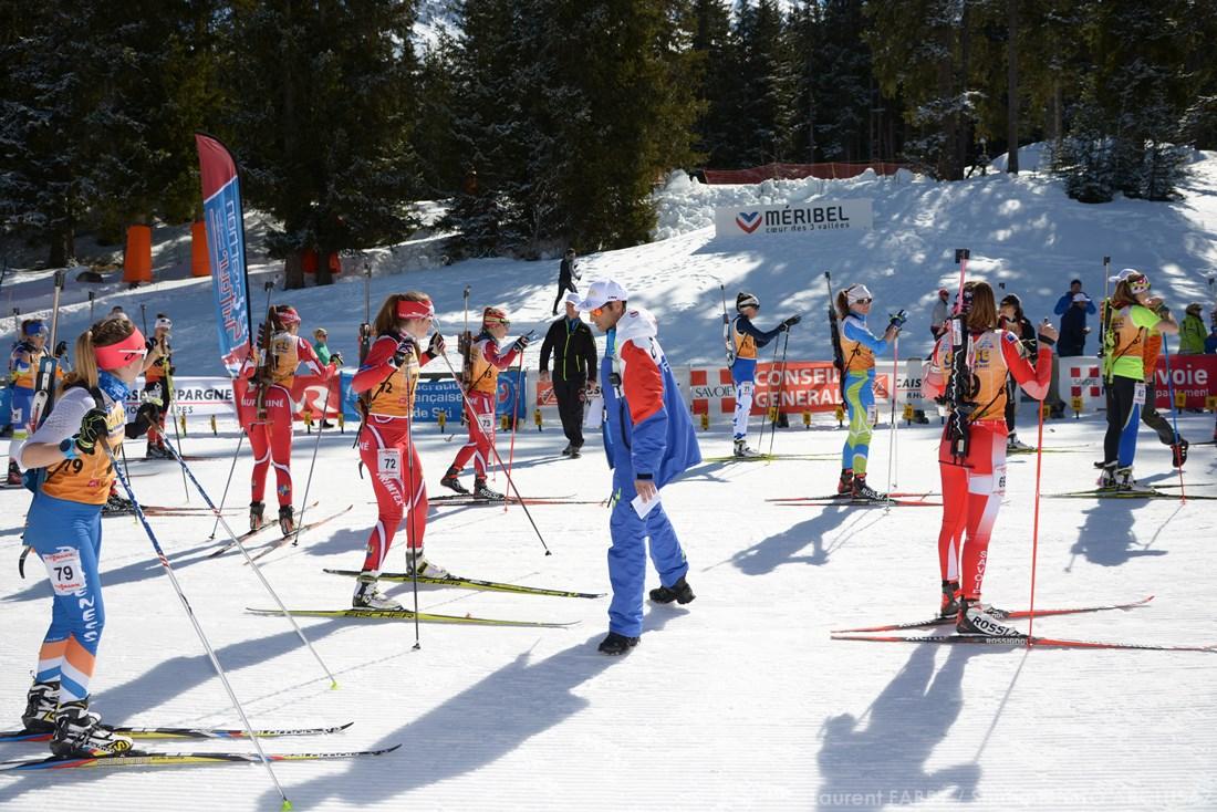 Photographe Sports De Ski Nordique En Savoie : Ligne De Départ D'une Course De Biathlon