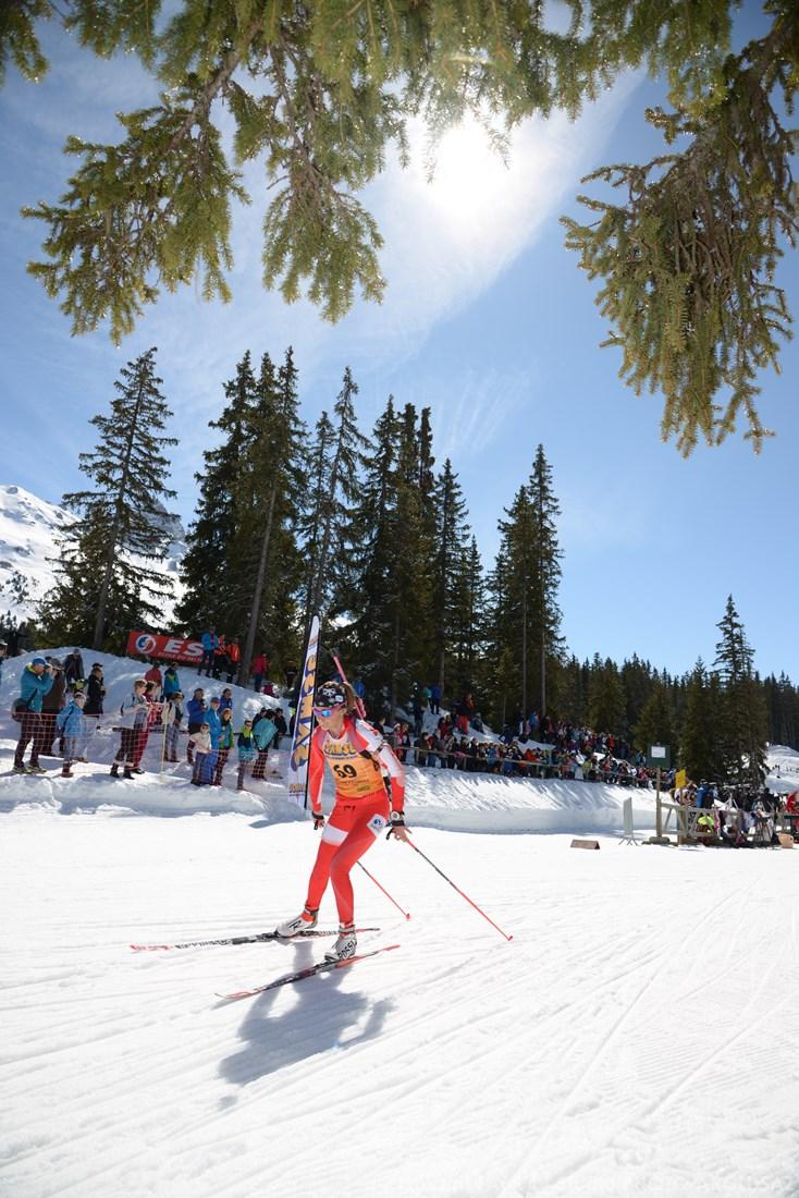 Photographe Sports De Ski Nordique En Savoie : Une Compétitrice De Biathlon En Savoie