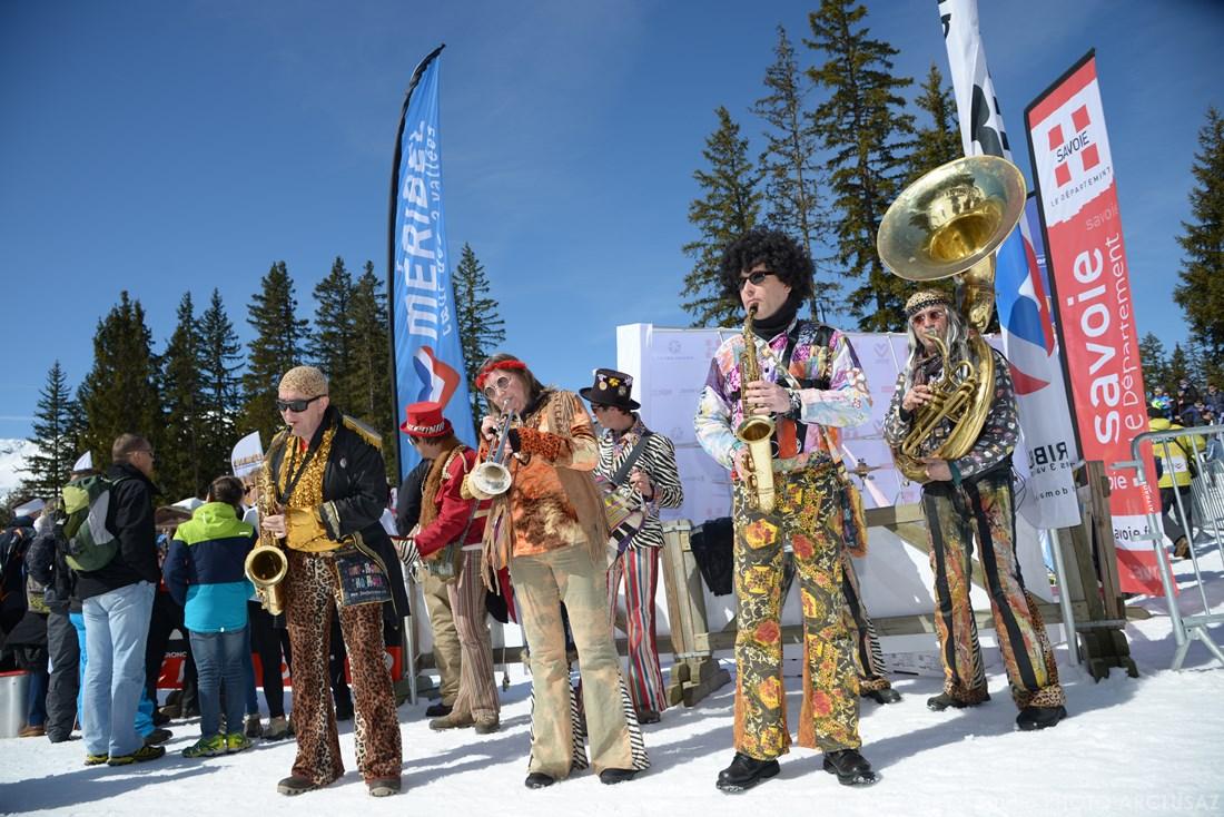 Photographe Sports De Ski Nordique En Savoie : Animation Musicale Sur Une Course De Ski à Méribel