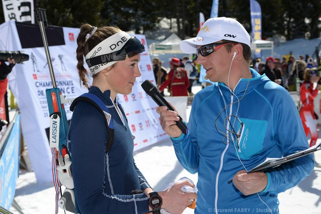 Photographe Sports De Ski Nordique En Savoie : Interview à L'arrivée D'une Course De Biathlon à Méribel