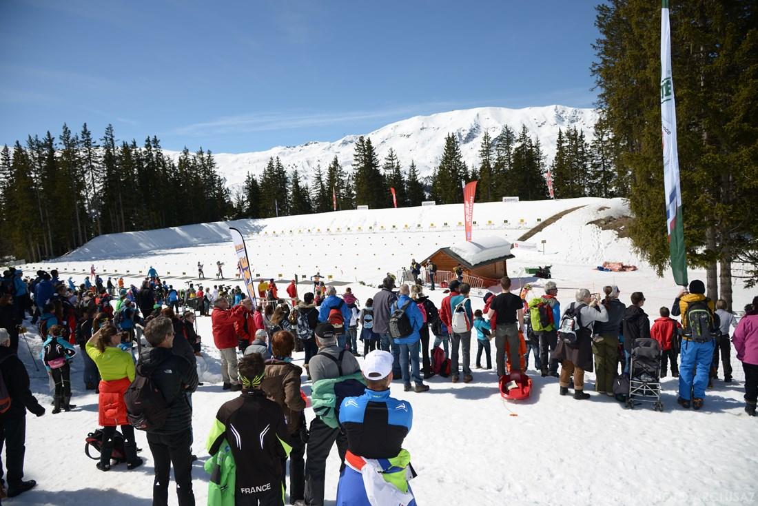 Photographe Sports De Ski Nordique En Savoie : Spectateurs D'une Course De Biathlon