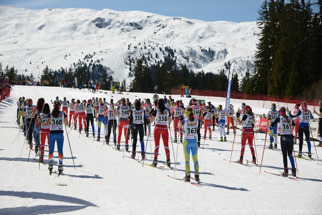 Photographe Sports De Ski Nordique En Savoie : Départ D'une Course Femme De Biathlon En Savoie