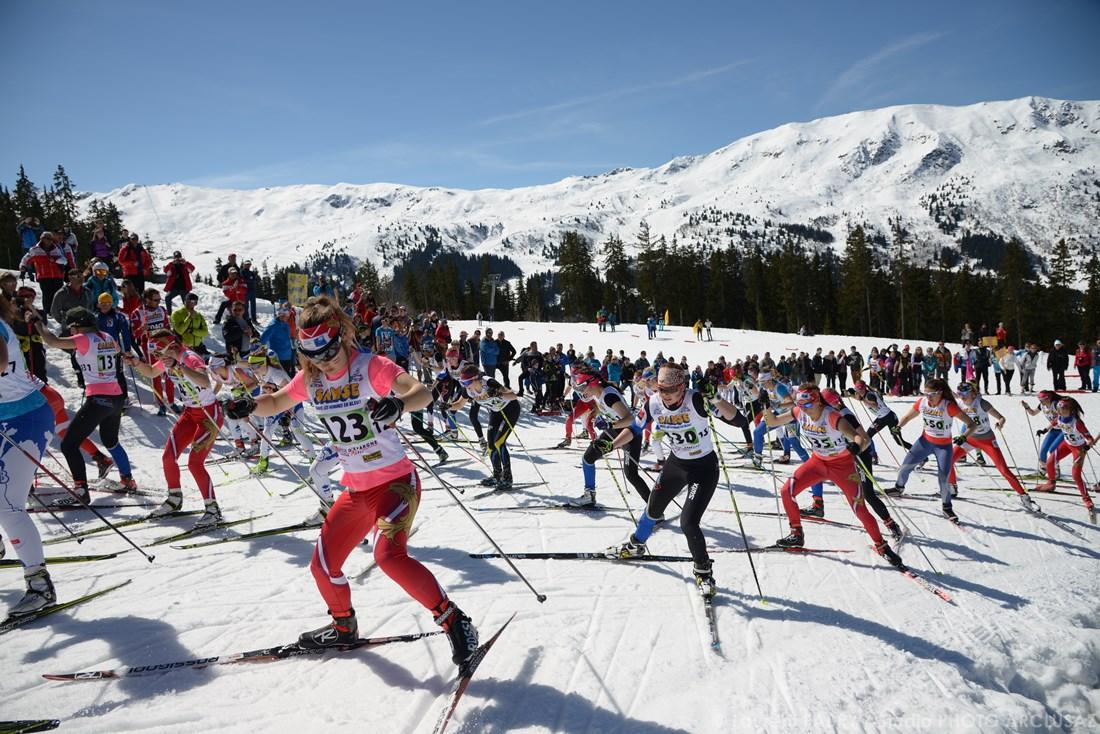 Photographe Sports De Ski Nordique En Savoie : Les Femmes S'élancent En Ski De Fond Lors Du Chamionnat De France De Méribel
