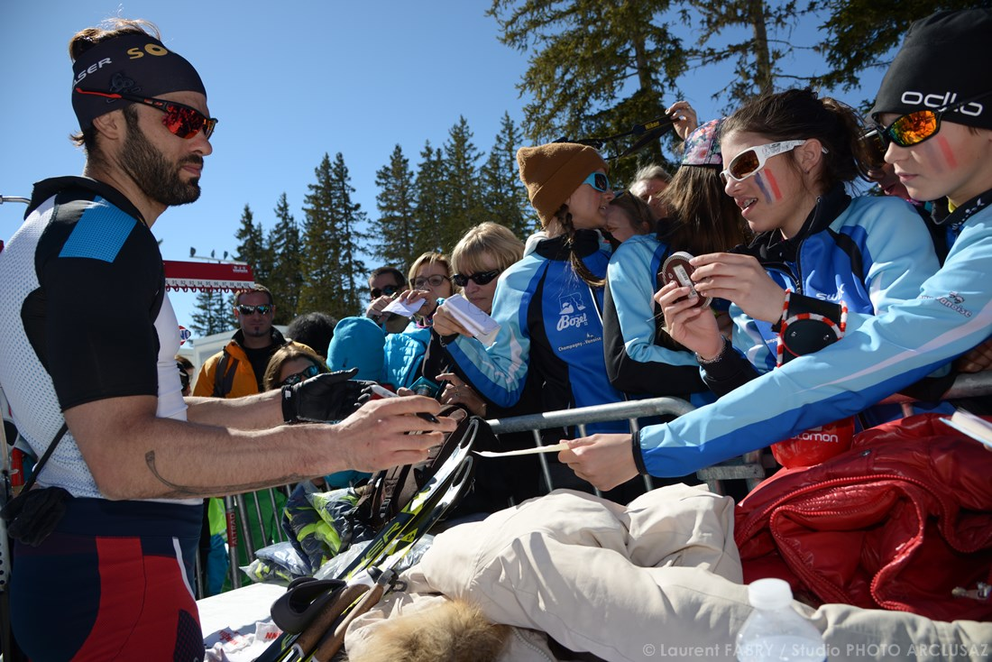 Photographe Sports De Ski Nordique En Savoie : Signatures D'autographes Pour Simon Fourcade à Méribel