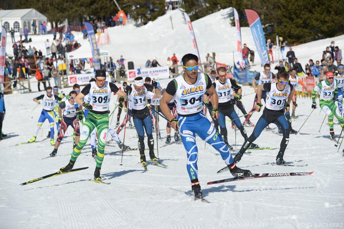 Photographe Sports De Ski Nordique En Savoie : Départ D'une Course Seniors Hommes De Ski De Fond