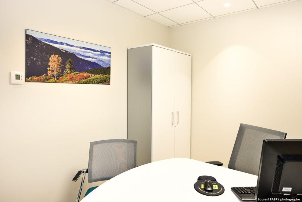 Les Bureaux D'une Agence Bancaire En Savoie Décorés Par Un Photographe Local