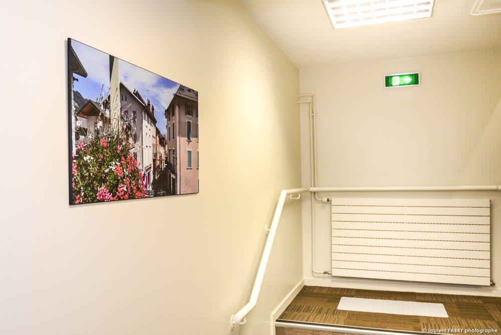 La Photo De Paysage D'un Photographe Local Pour La Décoration De Bureaux D'une Agence De Banque En Savoie