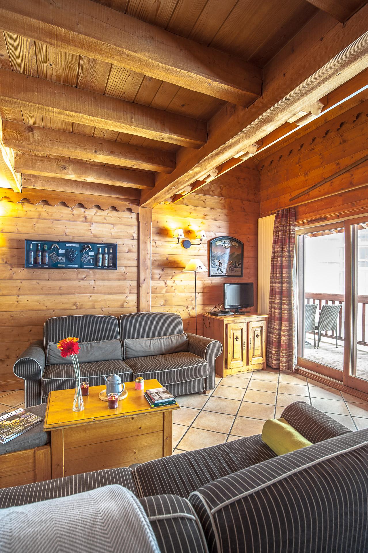 Salon Avec Balcon (photographie Immobilière En Résidence De Tourisme De Savoie)