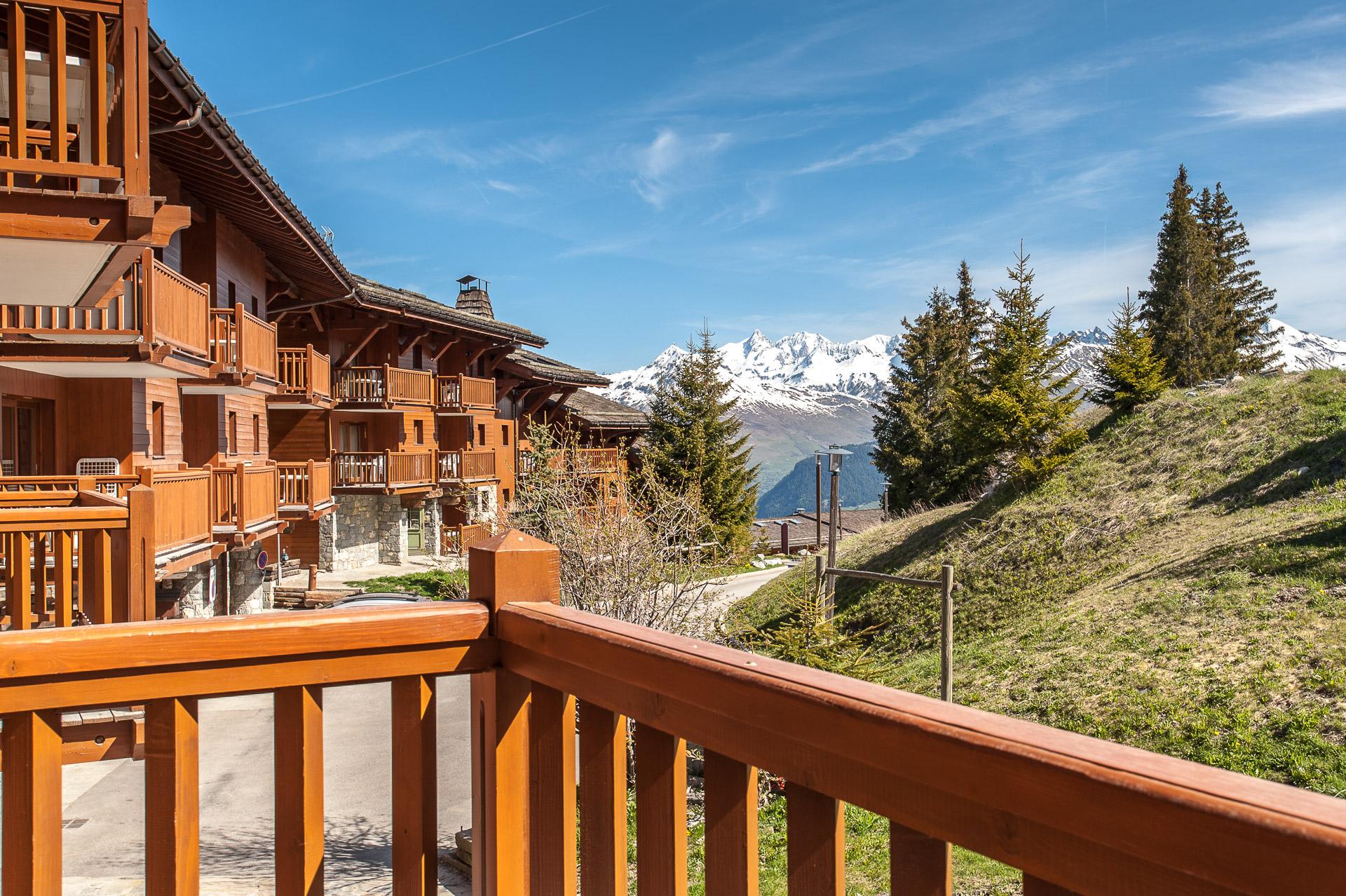 Vue Du Balcon En Résidence Hôtelière Station En Haute Savoie
