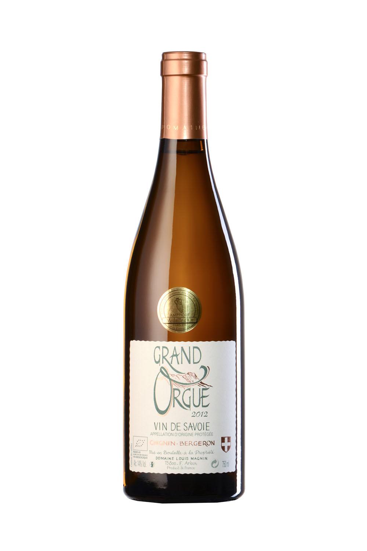 Photo D'une Bouteille De Vin De Savoie (Chignin Bergeron) Réalisée Par Un Photographe Professionnel En Studio