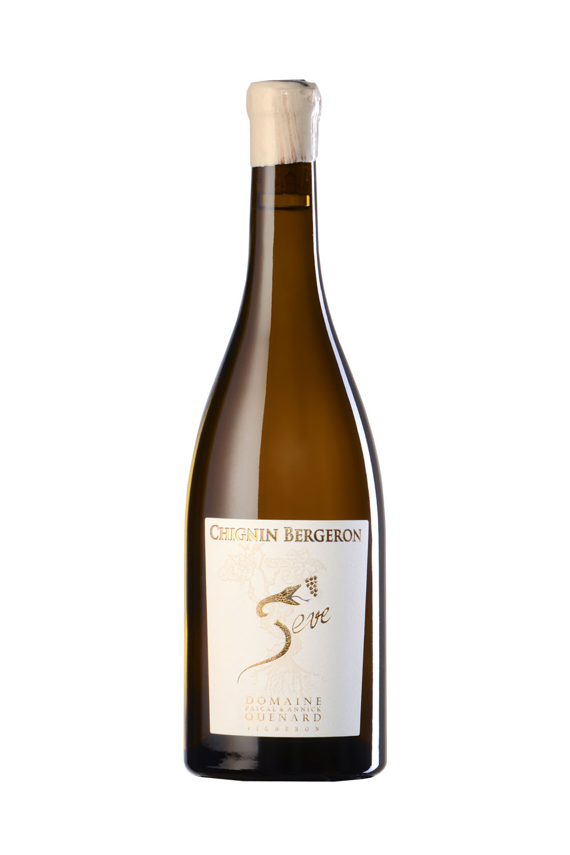 Bouteille De Vin De Savoie (Chignin Bergeron) Photographiée En Studio Sur Fond Blanc