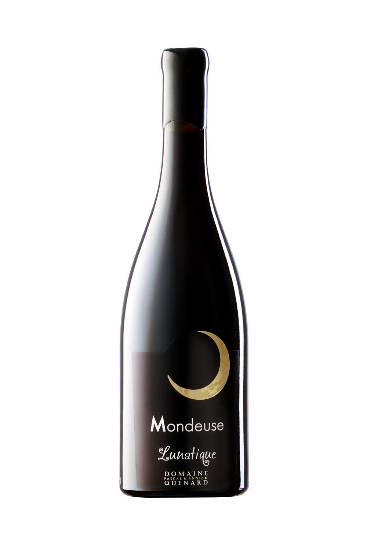 Photo D'une Bouteille De Vin (Mondeuse) De Savoie Réalisée Par Un Photographe Professionnel En Studio