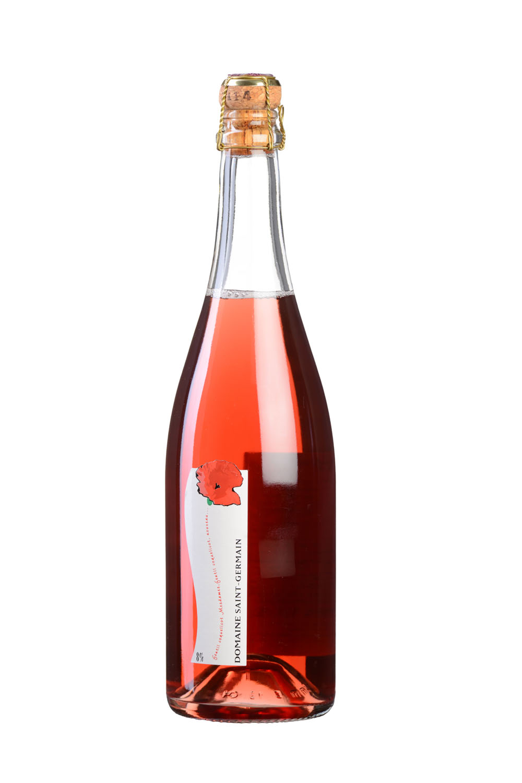 Photo D'une Bouteille De Vin De Savoie (pétillant Rosé) Réalisée Par Un Photographe Professionnel En Studio