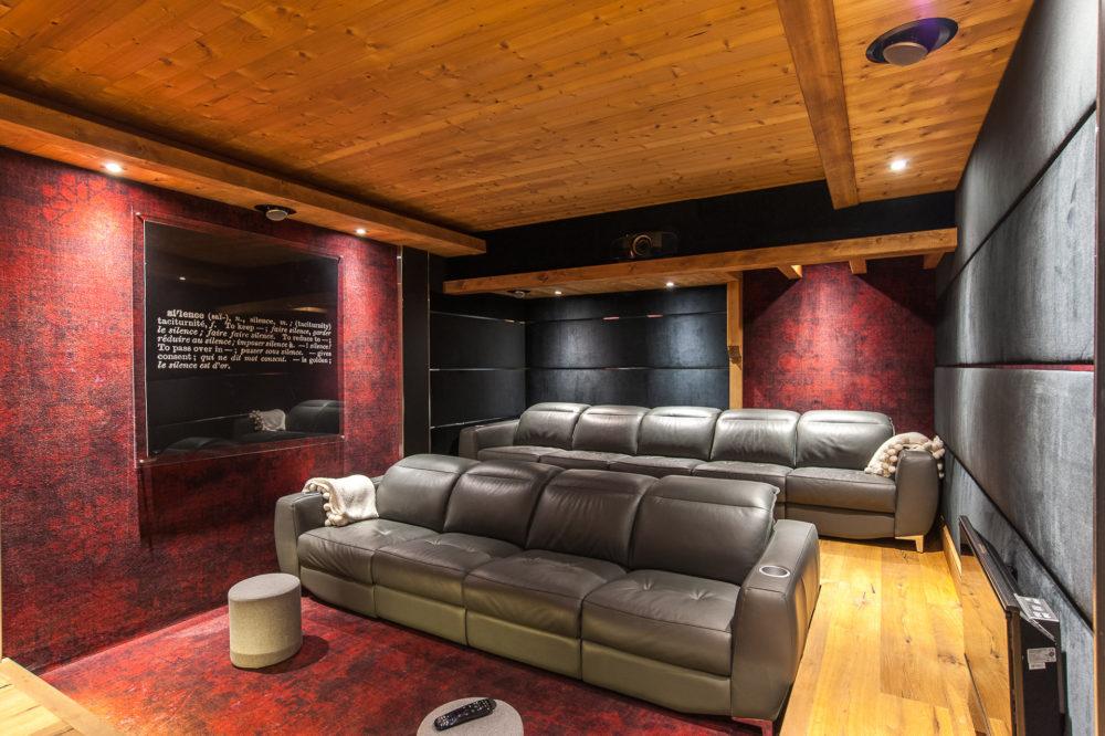 Salle Cinéma D'un Chalet De Montagne à La Location à Méribel