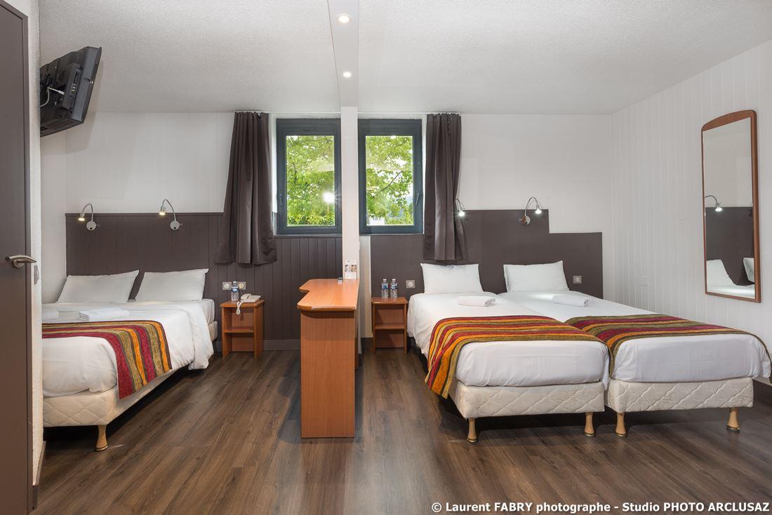 Photographe D'hôtel à Chambéry : Chambre Familiale De L'hôtel Brit Hotel à Chambéry, Savoie