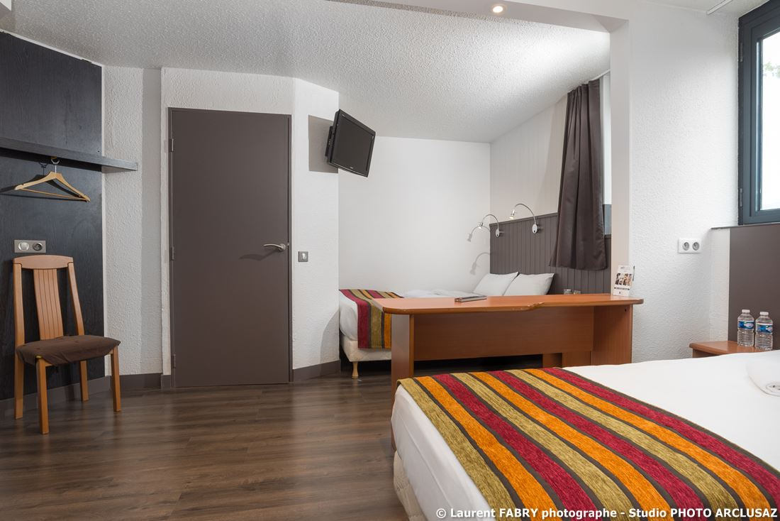 Photographe D'hôtel à Chambéry : Chambre Familiale De L'hôtel Brit Hotel à Chambéry, Alpes Du Nord, Savoie