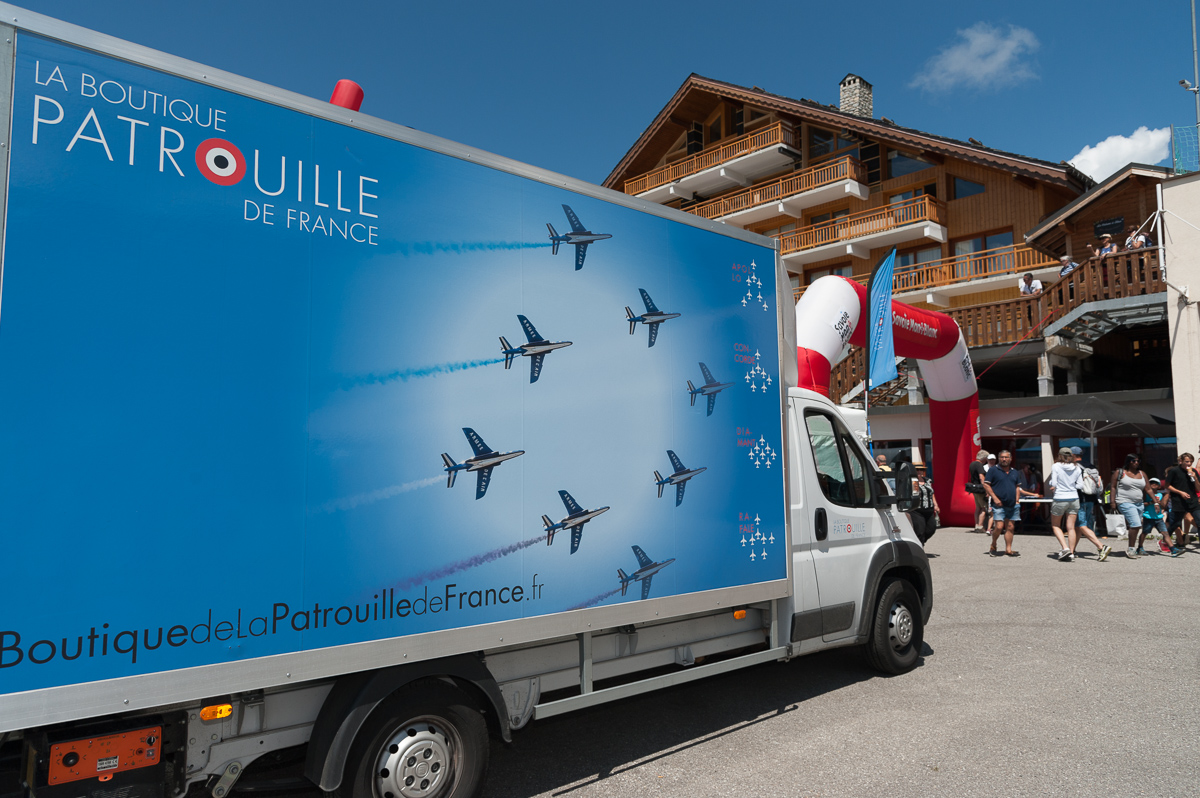 Photographe Tourisme Sur Un Meeting Aérien : Le Camion De La Patrouille De France Sur L'altiport De Méribel