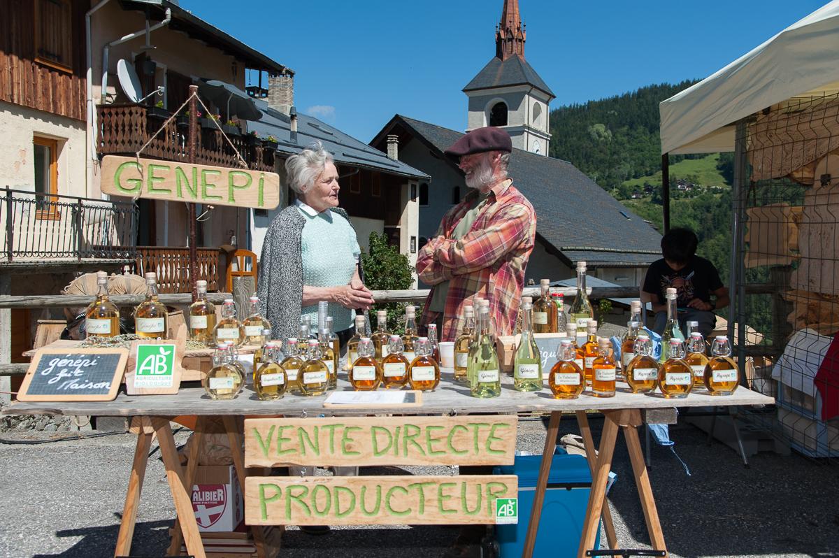 Photographe Tourisme Sur Une Fête De Village En Savoie : Stand D'un Producteur En Savoie Lors D'une Fête De Village