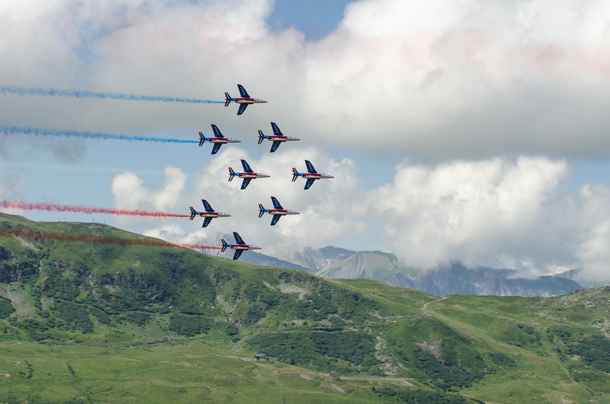 Les Alphajets De La Patrouille De France Traversent Le Ciel De Méribel