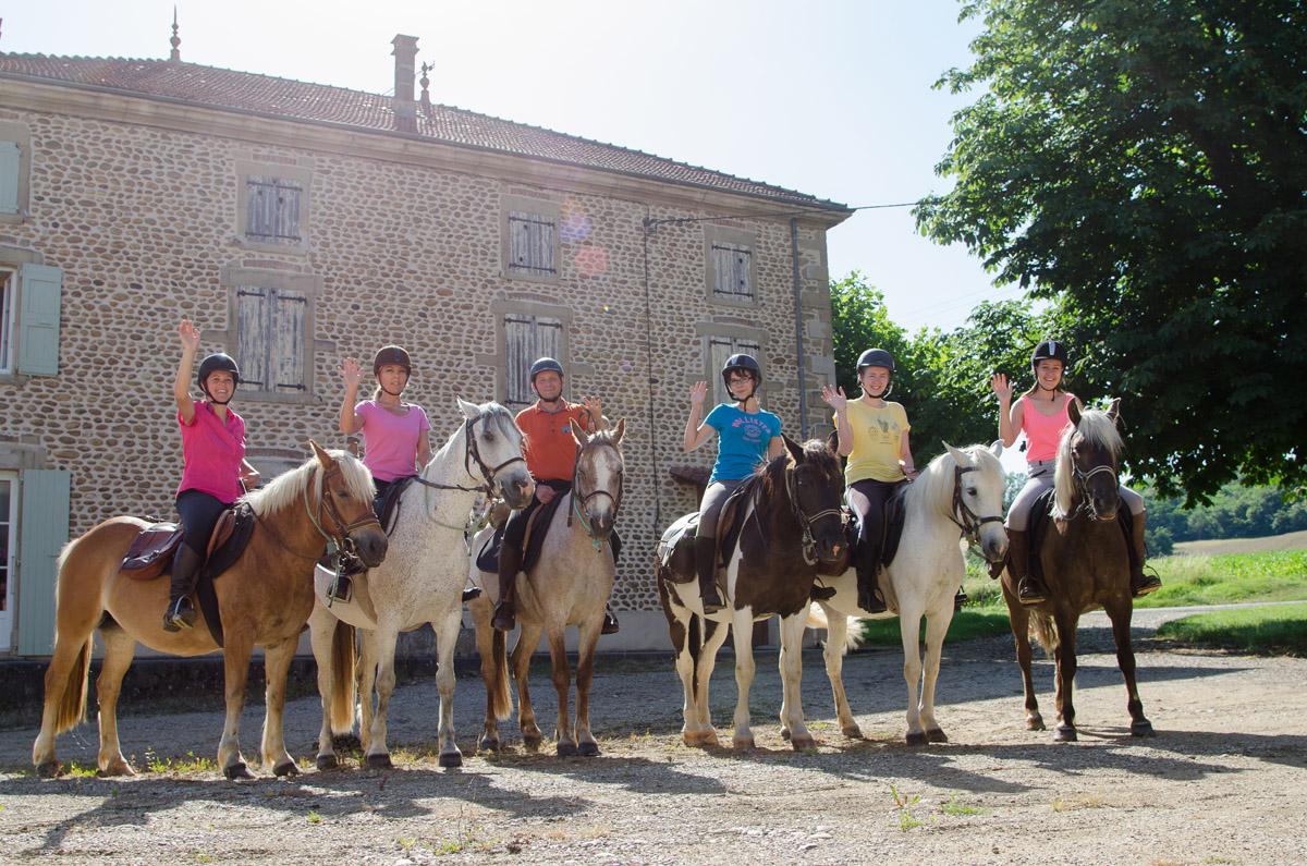 Photographe équestre Auvergne Rhône Alpes : Les Cavaliers De La Ferme Equestre Des Collines En Shooting Photo