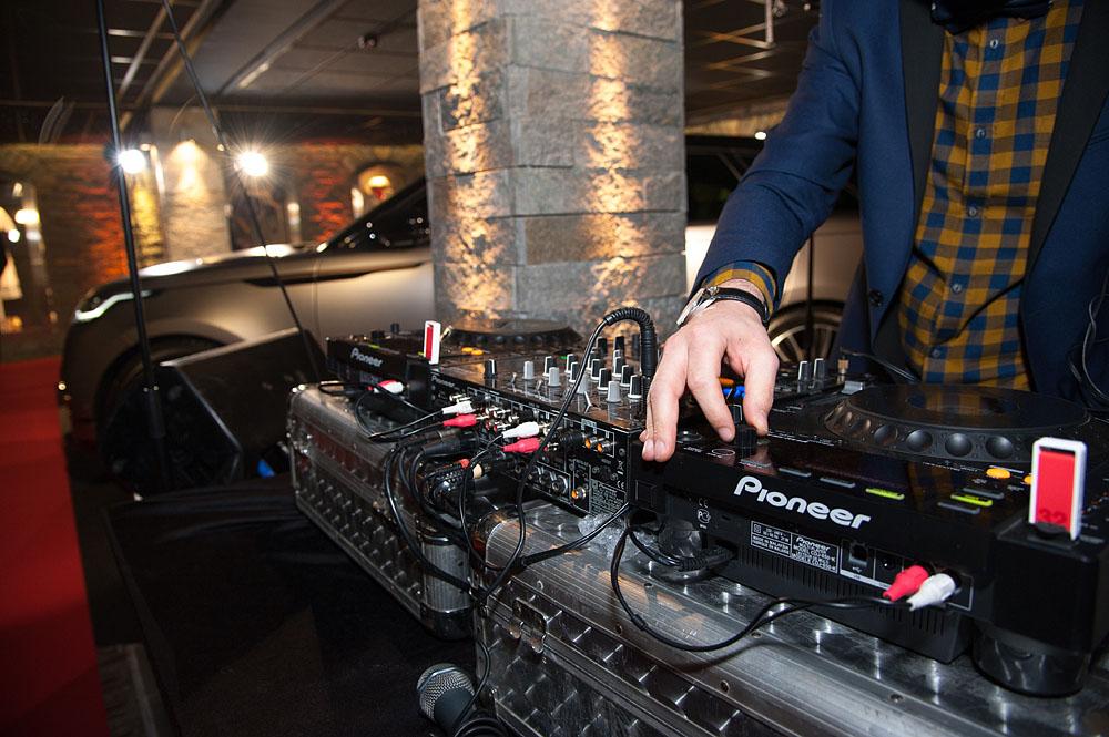 Photographe événementiel à Courchevel : DJ Set Pour Accueillir Les Invités