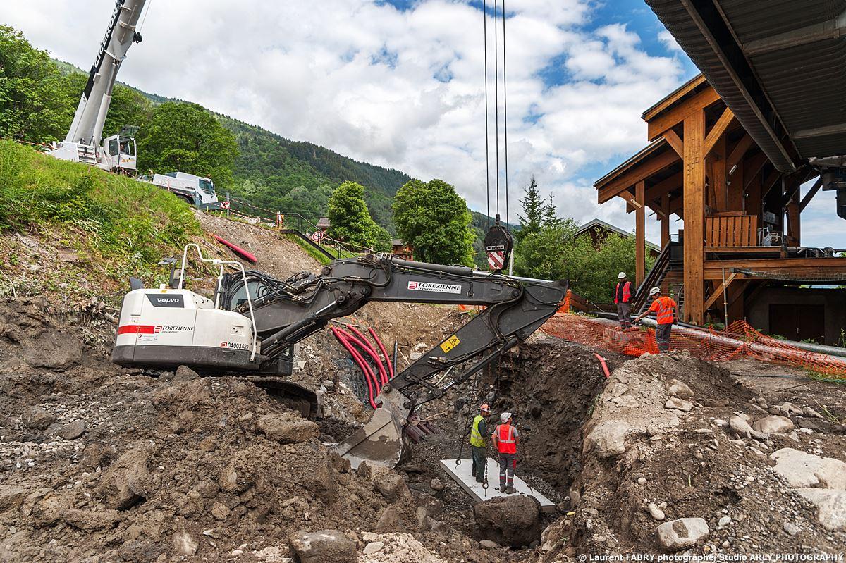 Reportage Sur Un Chantier Dans Les 3 Vallées : Renforcement Des Berges D'un Torrent