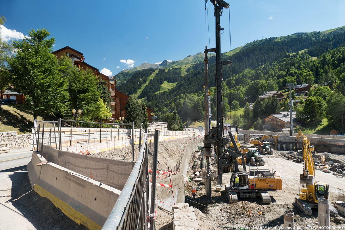 Photographe De Chantier Dans Une Station Des Alpes : Le Projet L'Hévana, Route Du Centre à Méribel