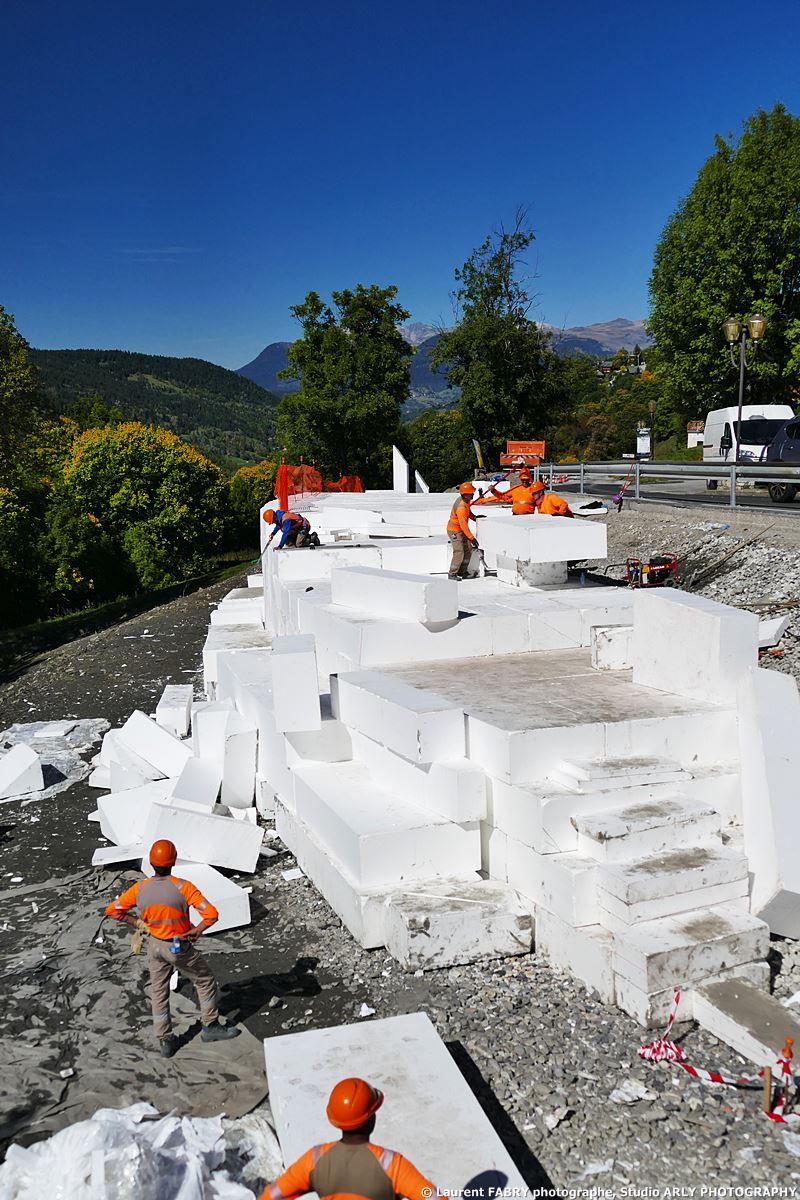 Photographe De Chantier Dans Les Alpes Sur Des Travaux De Soutènement à Méribel