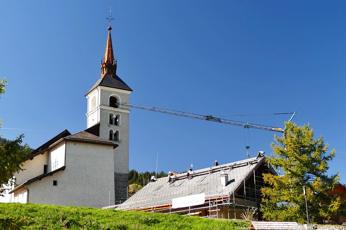 Photographe De Chantier Dans Les Alpes : Rénovation Du Toit Du Presbytère Aux Allues