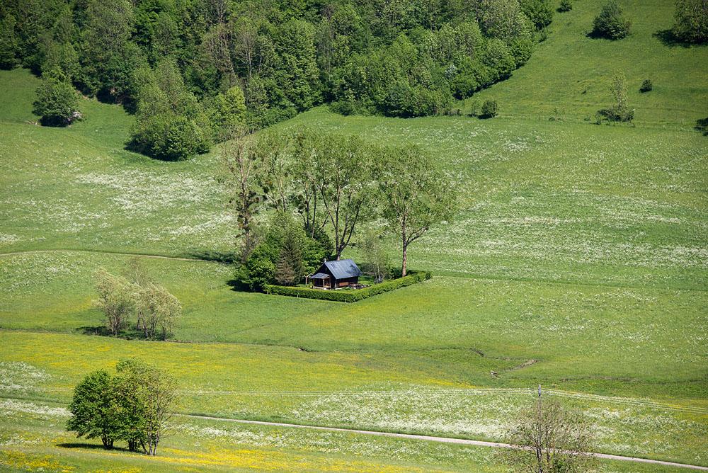 Photographe Patrimoine Et Traditions Dans Les Alpes : La Petite Maison Dans La Prairie