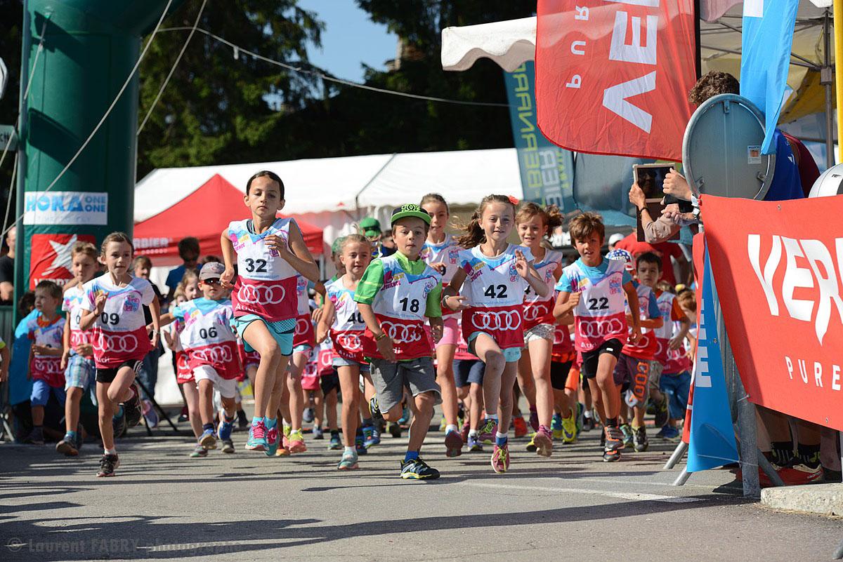 Photographe De Trail Running En Suisse : Jeunes Coureurs Au Départ