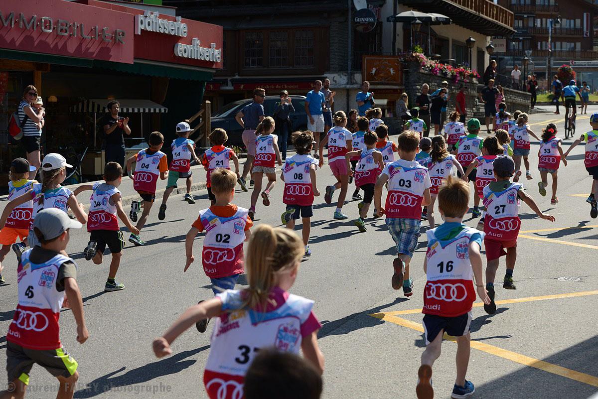 Photographe De Trail Running En Suisse : Départ D'une Course Enfants